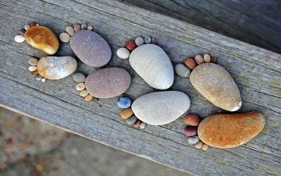 nature_other_footstep_stones_wood_pebbles_legs_feet_nature_wallpaper_desktop_background_119787_detail_thumb